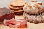 Tyrolean ham with Vinschgerl bread, brown bread and rye bread