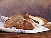 Halved sourdough loaf with rye (German)