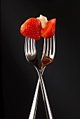Strawberries and vanilla crème on two forks