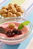 Ambrosiacreme mit Beeren & Amarettini