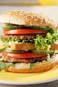 Double hamburger with tomato, cucumber & lettuce