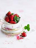 Frische Erdbeeren in Porzellantasse