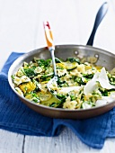 Pasta dish with zucchini and garlic-lemon sauce
