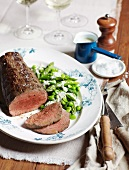 Roast beef with asparagus and beans, served