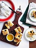Focaccia con la burrata (potato focaccia with cheese and olives)