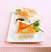 Sushi-Ecken mit Räucherlachs