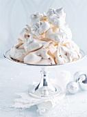 Baisergebäck in Silberschale (weihnachtlich)