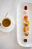Caffè e dolci (coffee and friandises, Italy)