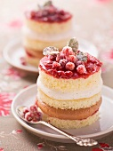 Sponge cakes with lingon berries and nougat and cinnamon cream