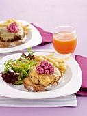Chicken burgers with beetroot cream