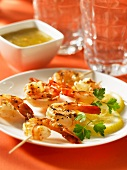 Prawn kebabs with lemons
