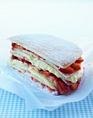 Strawberry sponge cake with vanilla cream