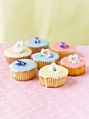 Cupcakes decorated with spring flowers