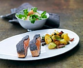 Salmon fillets with potatoes and capers