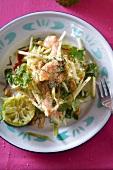 Apfelsalat mit Garnelen, Limetten und Koriandergrün (Asien)