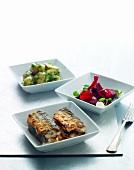 Bratheringe mit Rote-Bete-Salat und Petersilienkartoffeln
