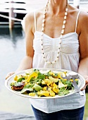 Spinach and avocado salad with grilled corn cobs and peppers