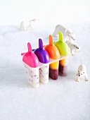 Homemade ice lollies: yogurt and fruit