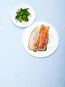 Schweinebauch mit Kräutersalat