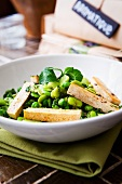 Bean salad with peas and smoked tofu