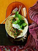 Lamm-Keema mit Erbsen auf Chapati (Indisches Hackfleischgericht)
