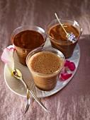Drei Schokoladenmousse (Bitterschokolade, Nougat, Milchschokolade)