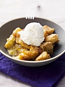Bread Pudding (Brotpudding, USA) mit Eis