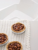 Nut tartlets with caramel