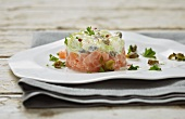 Salmon tartar with a leek salad
