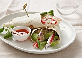 Wraps filled with surimi, bean sprouts and lamb's lettuce