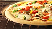 Vegetarische Pizza im Ofen backen