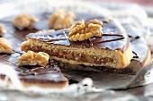 Bündner Nusstorte (Mürbteig mit karamellisierten Walnüssen und Schokolade)