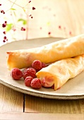 Puff pastry cigars filled with raspberries