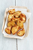 Roasted potato wedges with chilli and curry powder