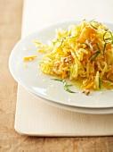 Salat mit Vermicelle, Karotten & Nüssen