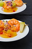 Fruity prawn kebabs with bean sprouts