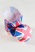 Papierförmchen mit Union-Jack-Motiv für Cupcakes