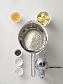 Flour in a sieve, butter, salt, thyme, egg, water and a mixer