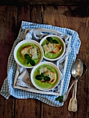Pea soup with Parmesan and toast
