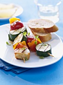 Vegetable kebabs with grilled cheese