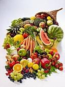 Füllhorn mit frischem Obst und Gemüse