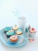 Verschiedene Cup Cakes mit bunter Verzierung