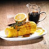 Gebackener Maiskolben mit Thymian, Apfel-Birnen-Dicksaft und Zitrone