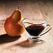 Karaffe mit Apfel-Birnen-Dicksaft, Birne