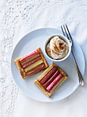 Rhubarb slices with cream