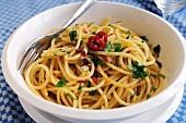 Spaghetti aglio olio with chilli rings