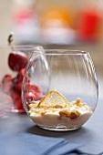 Mascarpone-Crumble in Dessertglas