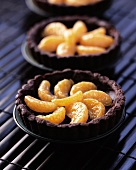 Chocolate tartlets with mandarins