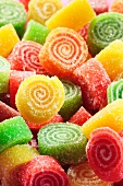 Spiral-shaped sugared fruit gums