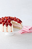Sponge cake with strawberry mousse and strawberries